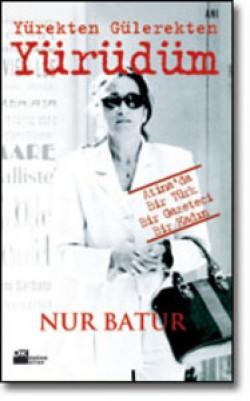 Yürekten Gülerekten Yürüdüm<br><span>Atina'da Bir Türk Bir Gazeteci Bir Kadın</span>